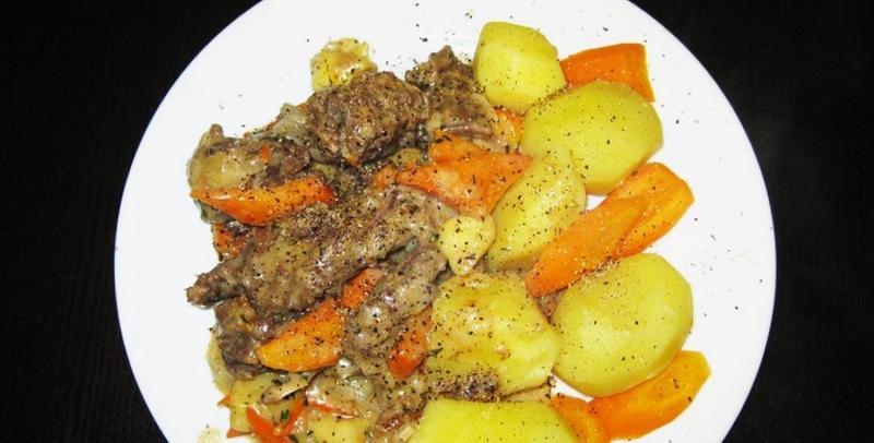 Мясо бобра тушёное в сметане