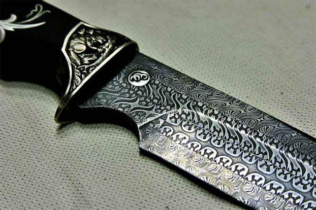 Охотничий нож из дамасской стали